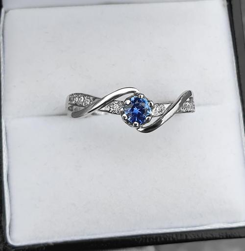 Zlatý prsten se safírem a diamanty 015084  - 2