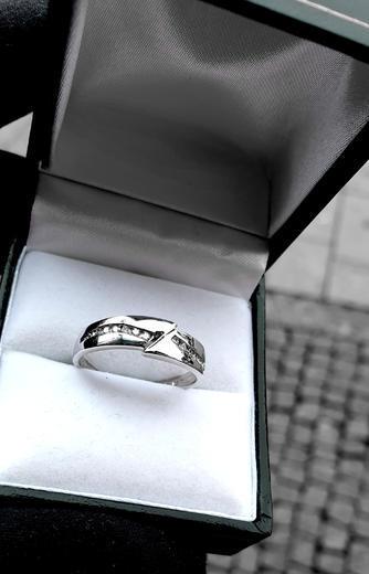 Zlaty prsten s diamanty 039141  - 2