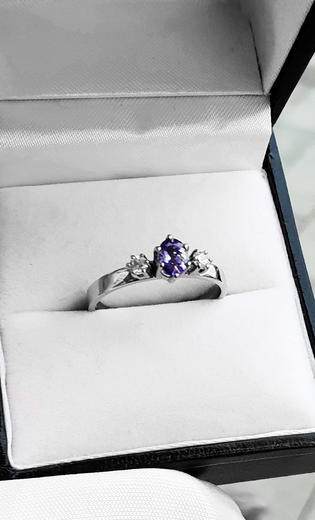 Zlatý prsten se safírem a diamanty 014976  - 3