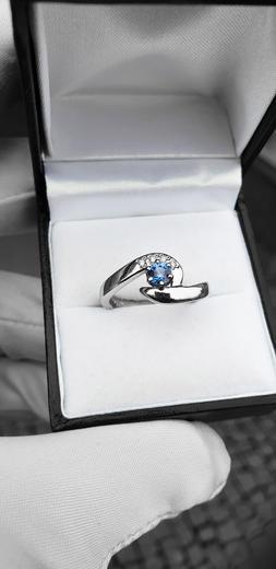 Zlatý prsten se safírem a diamanty 015083  - 3
