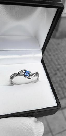 Zlatý prsten se safírem a diamanty 015084  - 3
