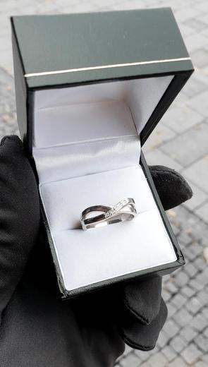 Zlaty prsten s diamanty 015288  - 3