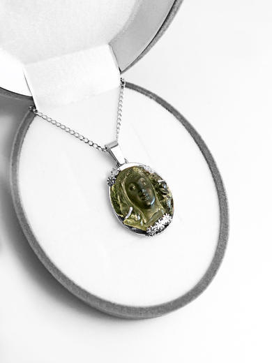 Zlatý přívěšek vltavínová víla 04062020  - 3
