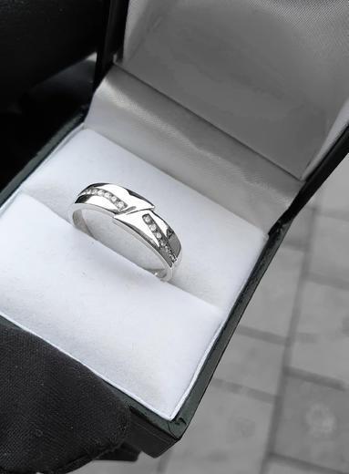 Zlaty prsten s diamanty 039141  - 3
