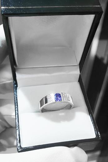 Zlatý prsten se safírem a diamanty 015008  - 4