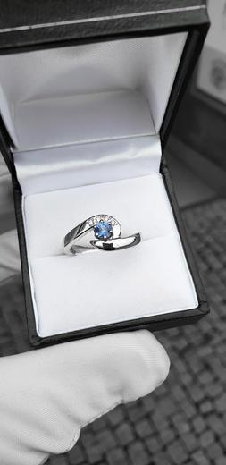 Zlatý prsten se safírem a diamanty 015083  - 4