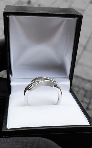 Zlatý prsten s diamanty 039346  - 4